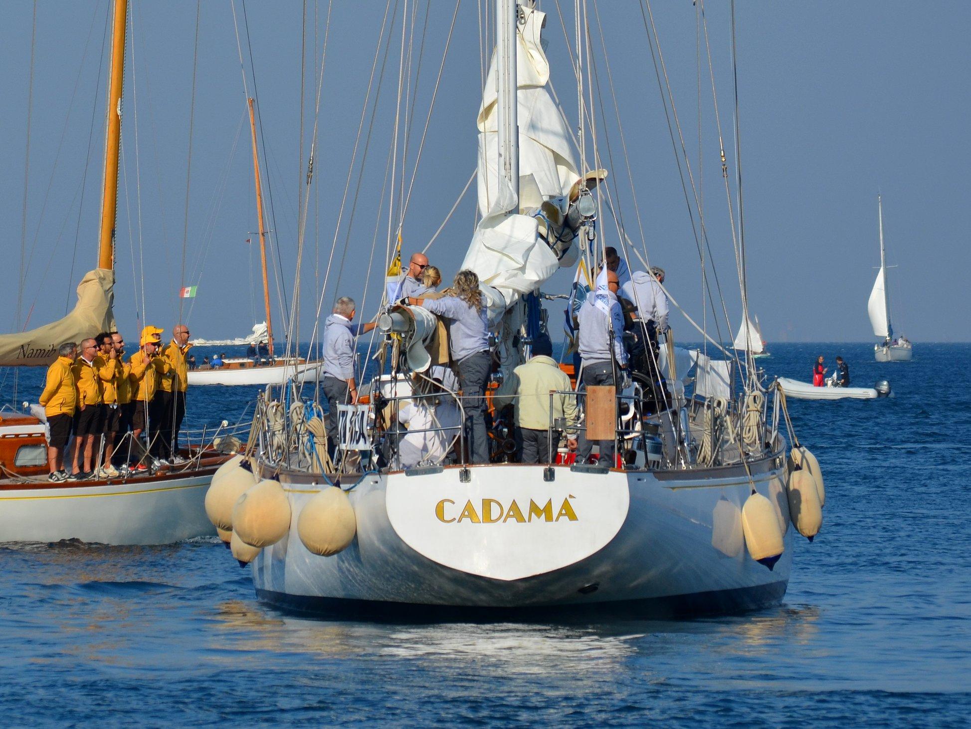 La poppa di Cadamà alla partenza dal molo, Barcolana 50